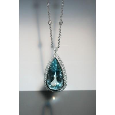 18 Karat white gild Diamond and Aquamarine necklace