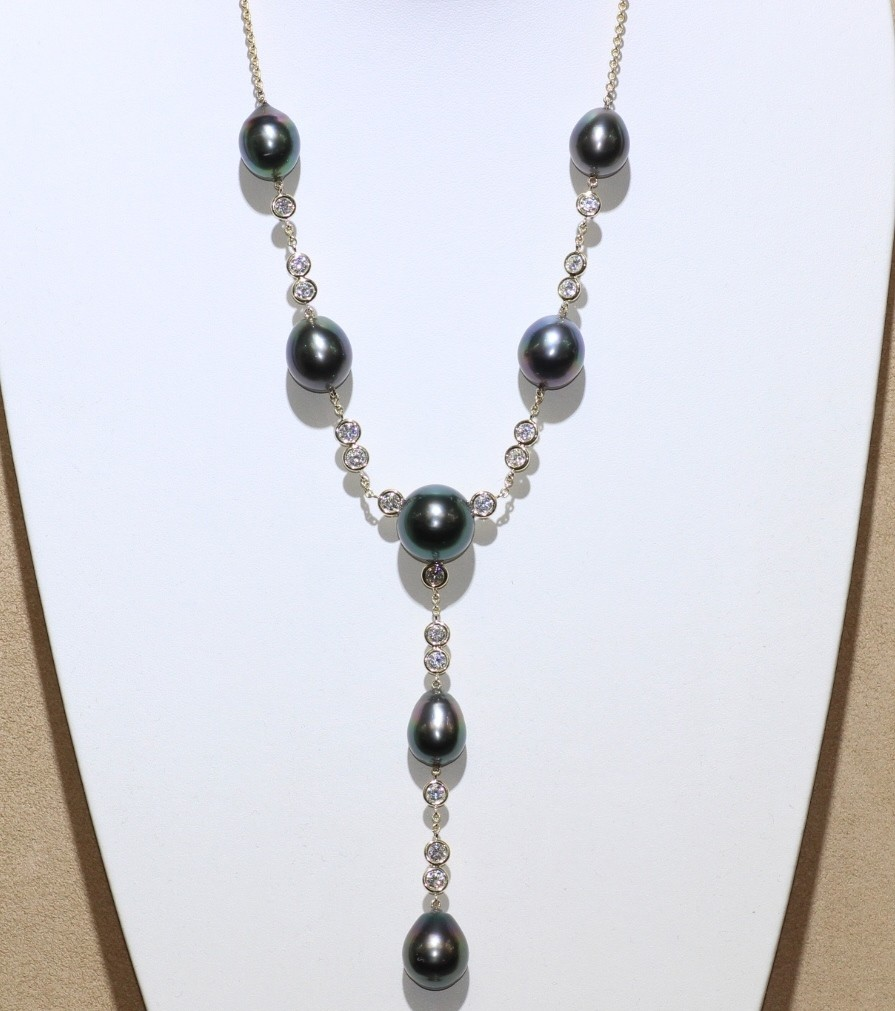 18 karat Pearl and Diamond necklace