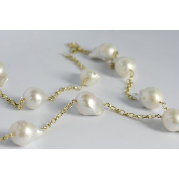Baroque pearl necklace.