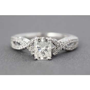 18 Karat diamond engagement ring with Radiant diamond.