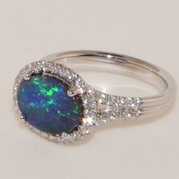 18 Katat White Gold Diamond Opal Ring.